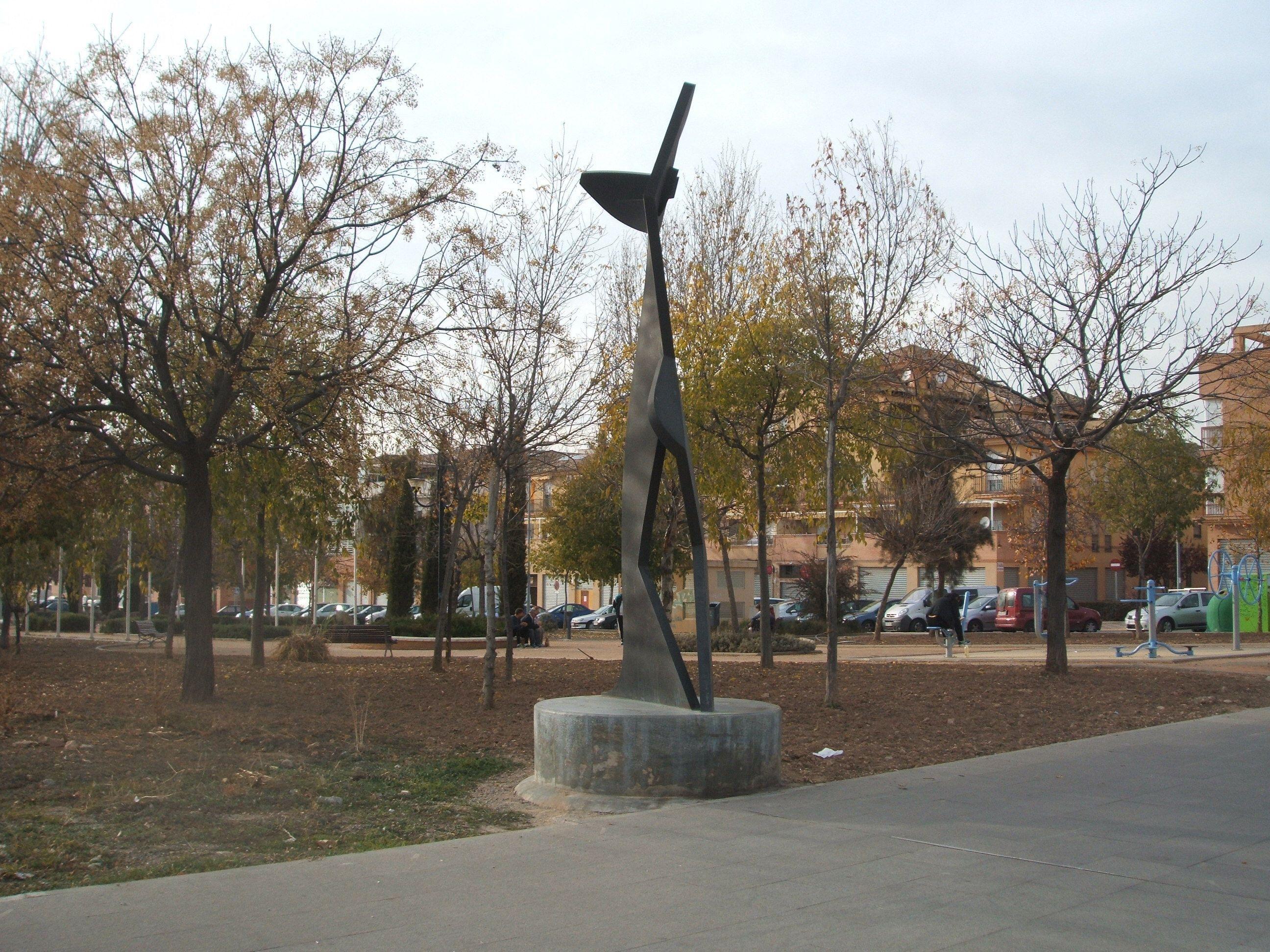 """Escultura """"A la mujer"""""""
